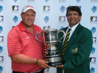 Adrian Ford receives the Freddie Tait Trophy from Enver Hassen (SAGA President) after his round