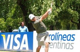 Ryan Dreyer teeing off in the first round