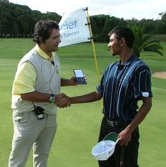 Enver Hassen presents Trevor Mahoney with a losing semi finalists medal after an epic struggle against Ryan Dreyer that went to the 18th hole