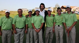 Looking for inspration from Springbok rugby legend, Victor Matfield, seen here with the SA Team on Thursday.