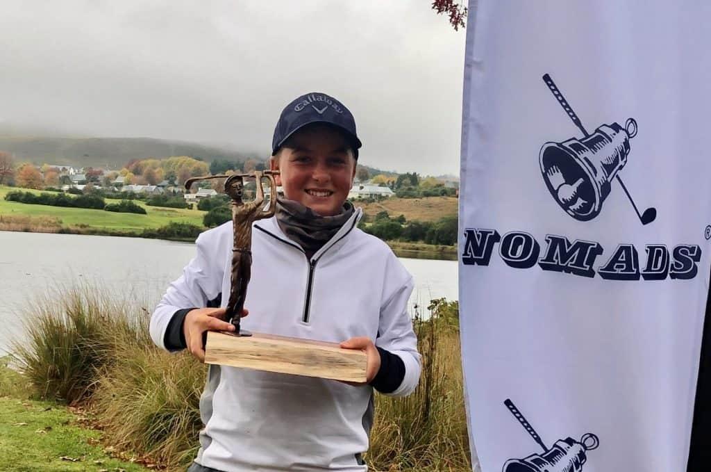 Silver Lakes junior Roelof Craig celebrates his 2021 Nomads Gowrie SA U15 Championship triumph at Gowrie Farm Golf Estate; credit Jacqui Saulez